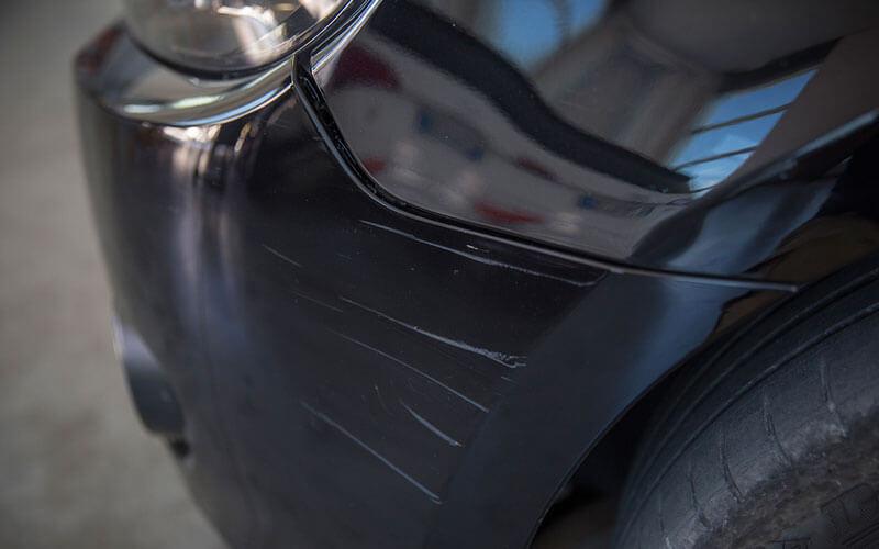 danni al paraurti auto